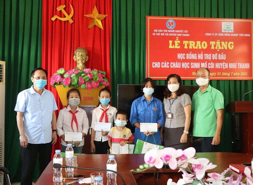 Công ty CP Công nông nghiệp Tiến Nông trao yêu thương đến với trẻ em mồ côi